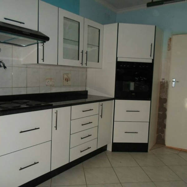 Top granites kitchens pvt limited harare zimbabwe for Kitchen units for sale in harare