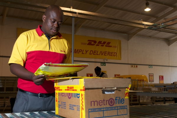 dhl saturday delivery excellent track a shipment with dhl. Black Bedroom Furniture Sets. Home Design Ideas